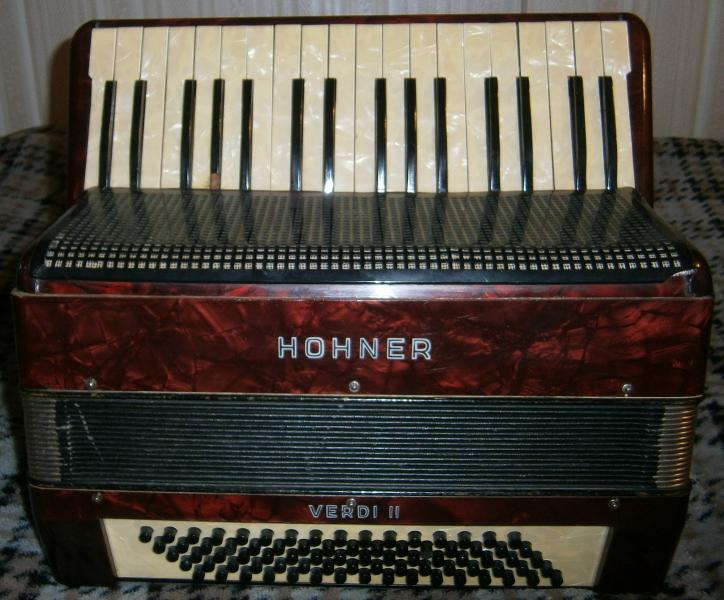 Продам аккордеон HOHNER Verdi II