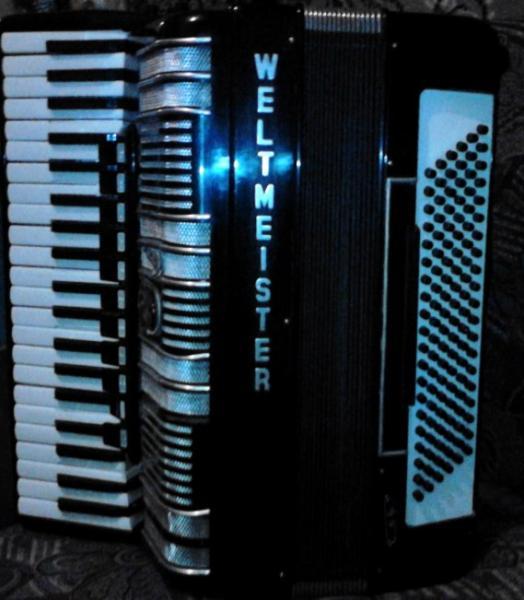 Продам аккордеон WELTMASTER S4