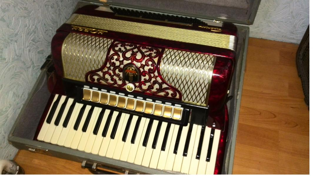 Продам аккордеон Horch немецкий