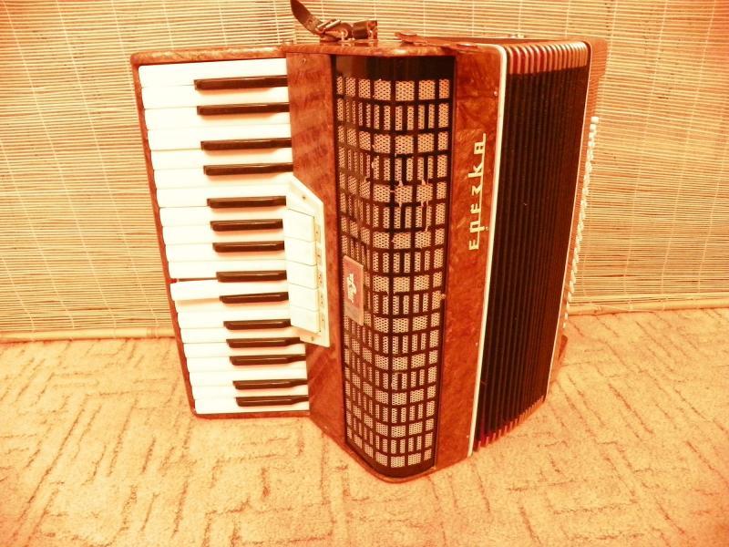 Продам аккордеон берёзка (Теза) 3/4, 3-х голосный.