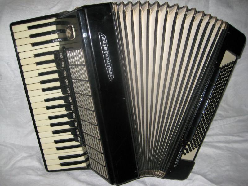 Продаю аккордеон weltmeister stella полный 11-5 регистра