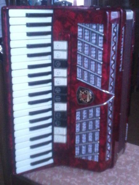 Продается аккордеон Royal Standart Montana