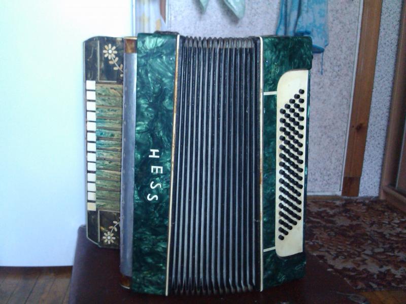 продам переделанный с немецкого аккордеона  гармонь ручной работы