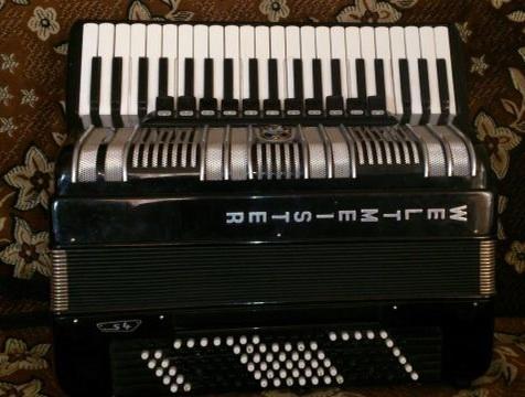 Продам аккордеон Weltmeister S4 готововыборный за 1500 тыс долларов