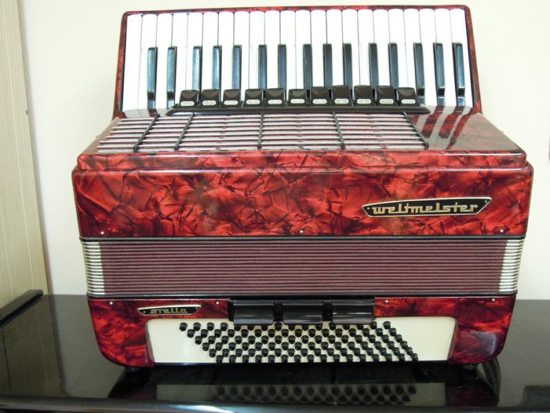 Немецкий аккордеон  «Weltmeister Stella 7/8»