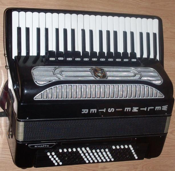 Немецкий готово-выборный аккордеон Вельтмейстер Супита