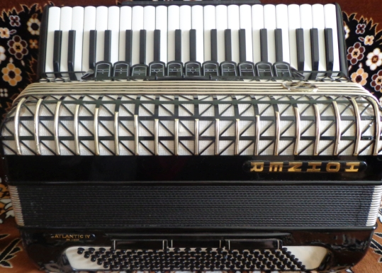 Немецкий аккордеон Hohner Atlantic IV  DE LUXE