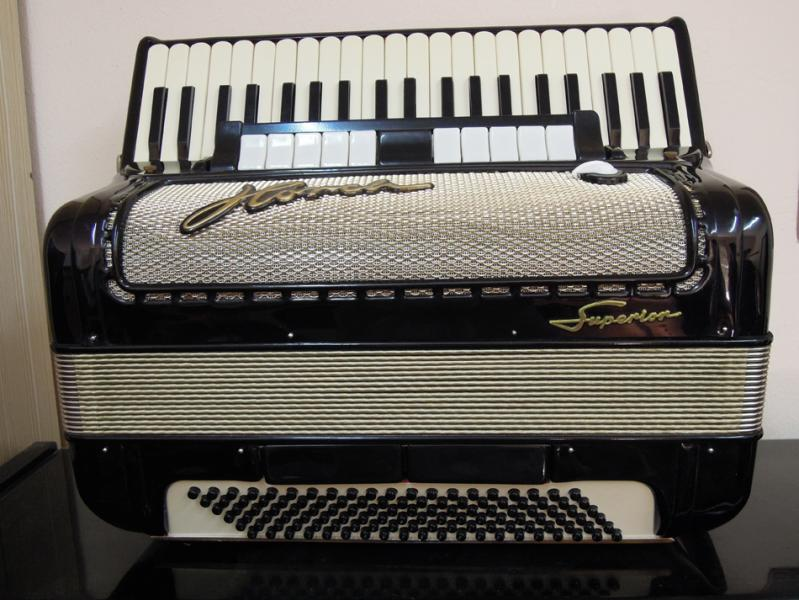 аккордеон «Horch Superior 4/4»