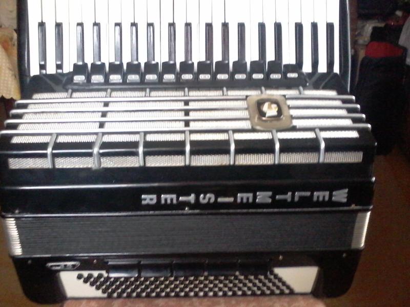 Продам аккордеон Weltmeister S5.
