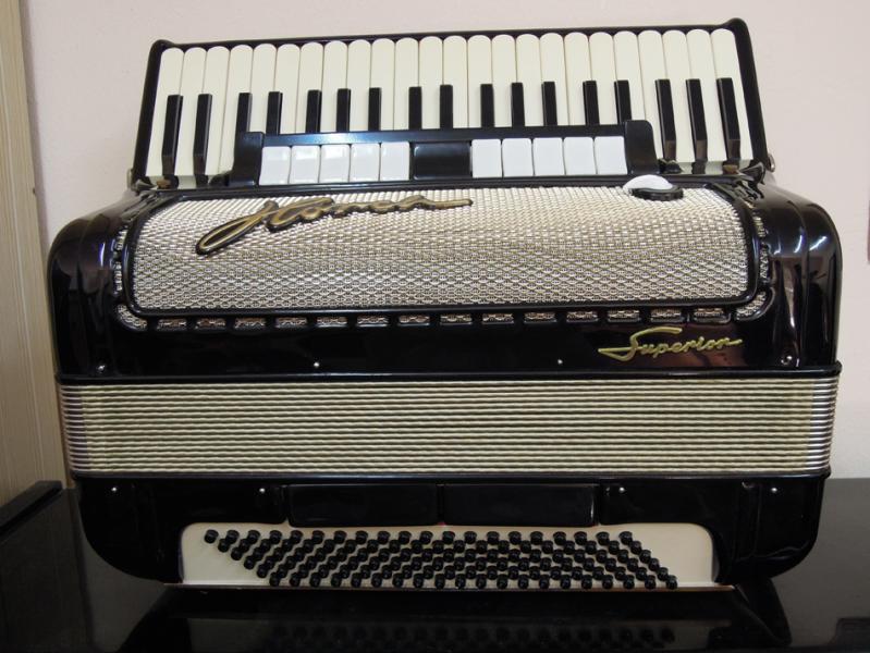 Немецкий аккордеон «Horch Superior 4/4»