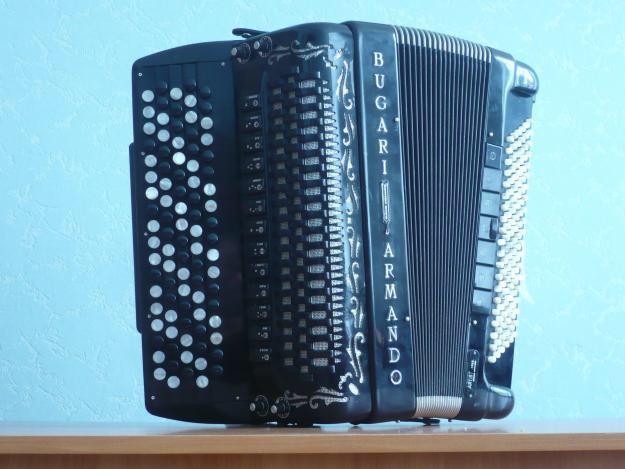 Эстрадный Баян Bugari,с микрофонами,цена 3500 евро