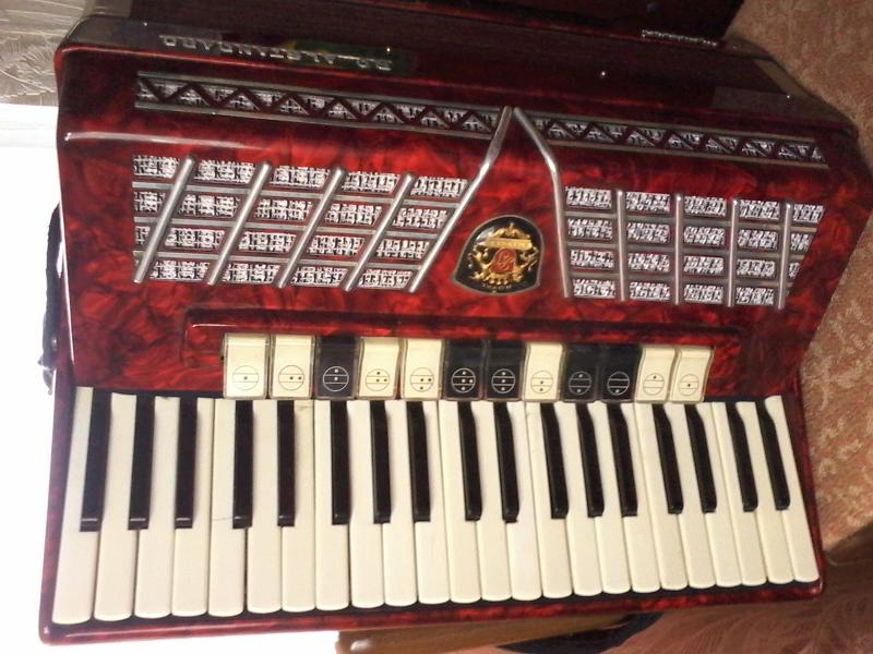 Продам аккордеон Royal Standart Montana.