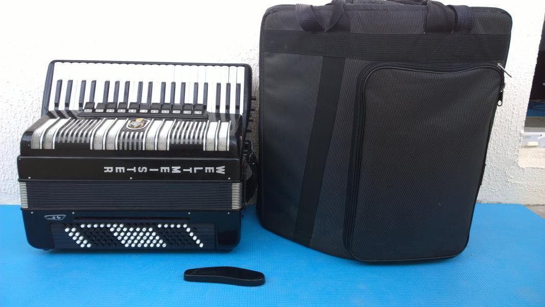 Продам немецкий аккордеон Weltmeister S4, 3600 (Торг)