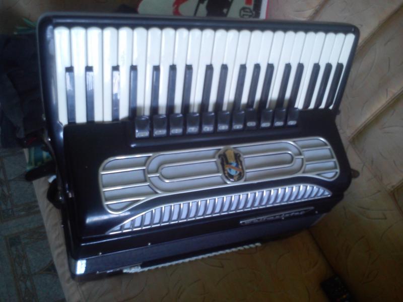 Продается немецкий готово-выборный аккордеон Weltmeister supita СРОЧНО!!!