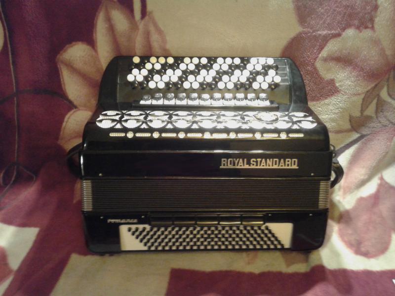 продаю баян рояль стандарт