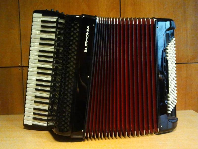 Концертный аккордеон с расширенным диапазон