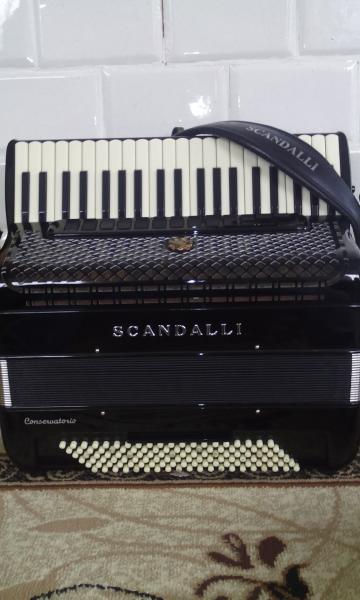 Продаётся Scandalli Conservatorio