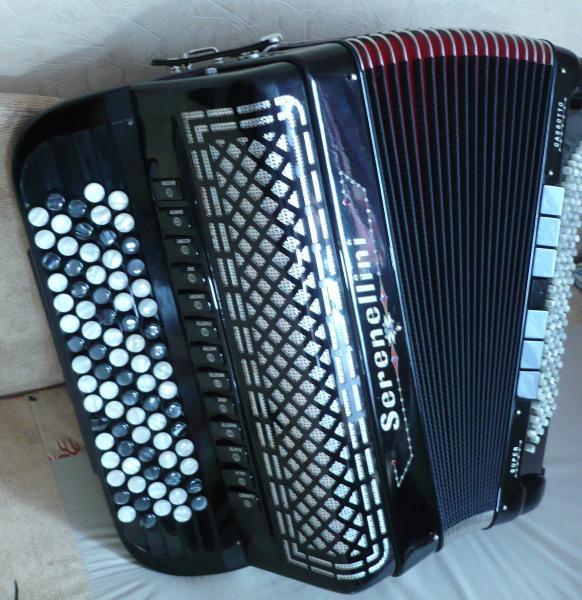 Концертный баян Serenellini Cassotto Super (пр-во Италии) 2013г. состояние Нового по доступной цене.