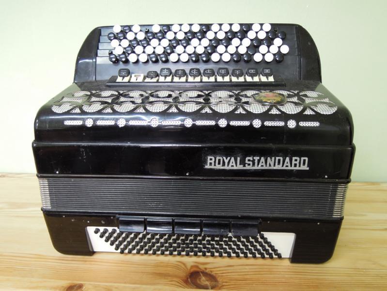 Баян 5-рядный Royal Standard б/у
