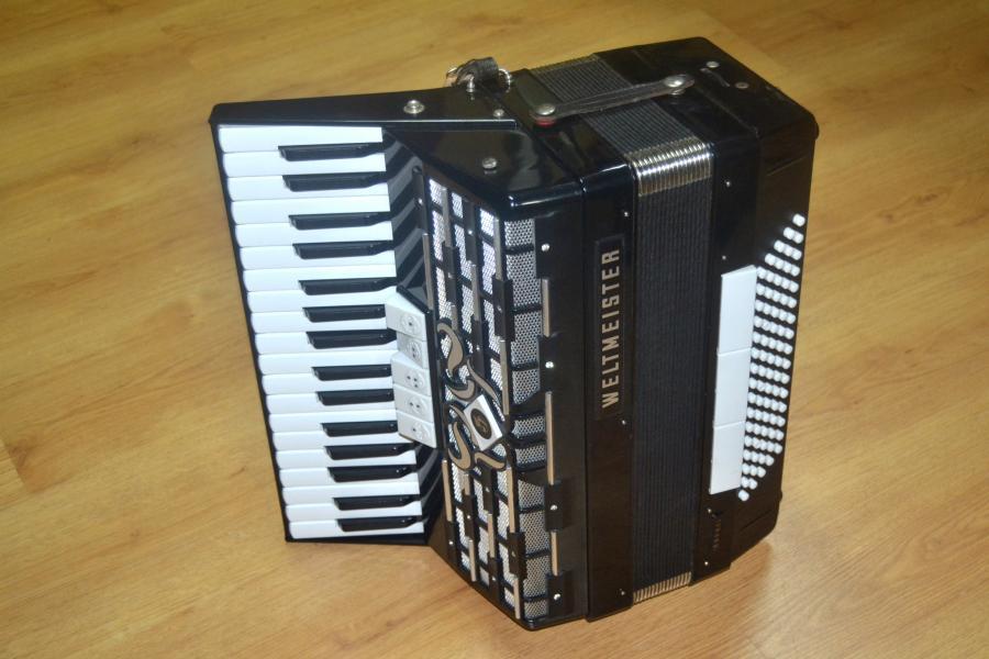 Аккордеон Weltmeister Cordal 80 басов