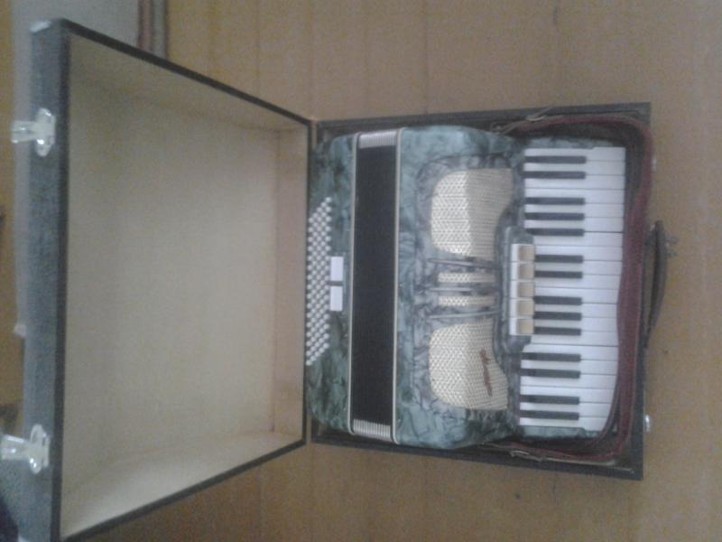 Продам аккордеон MOZART (Германия)