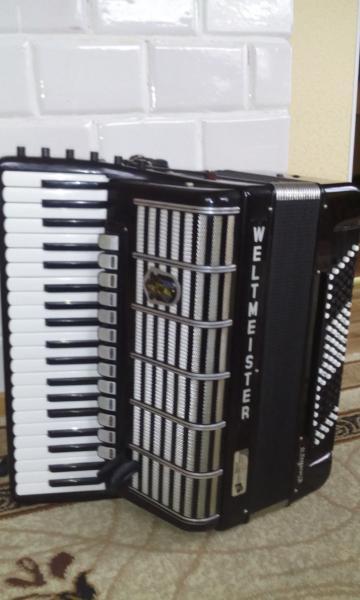 Готово-выборный аккордеон Weltmeister Cantus 5
