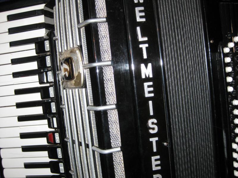 Продается аккордеон WELTMEISTER s-5