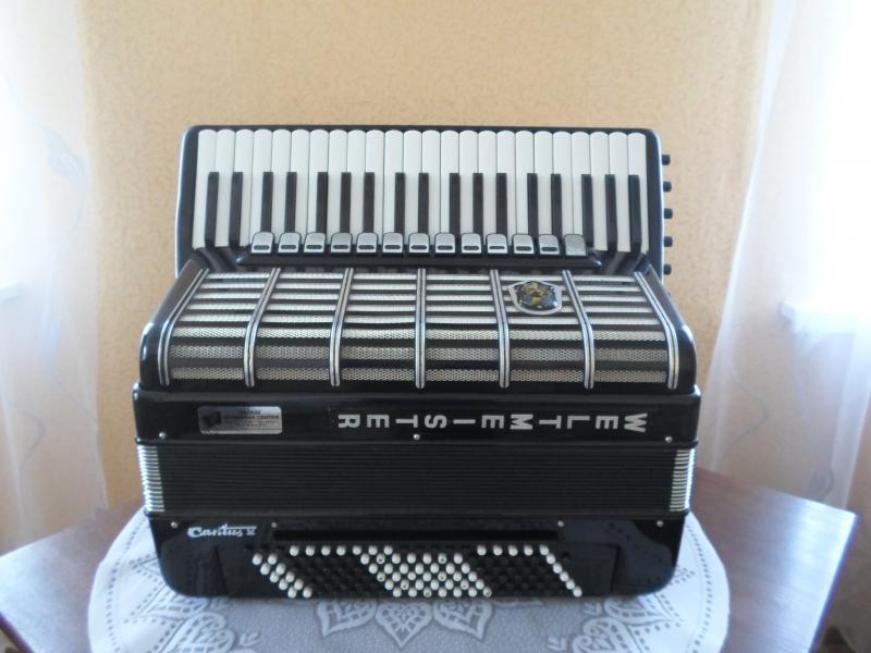Продается готово-выборный аккордеон Weltmeister Cantus