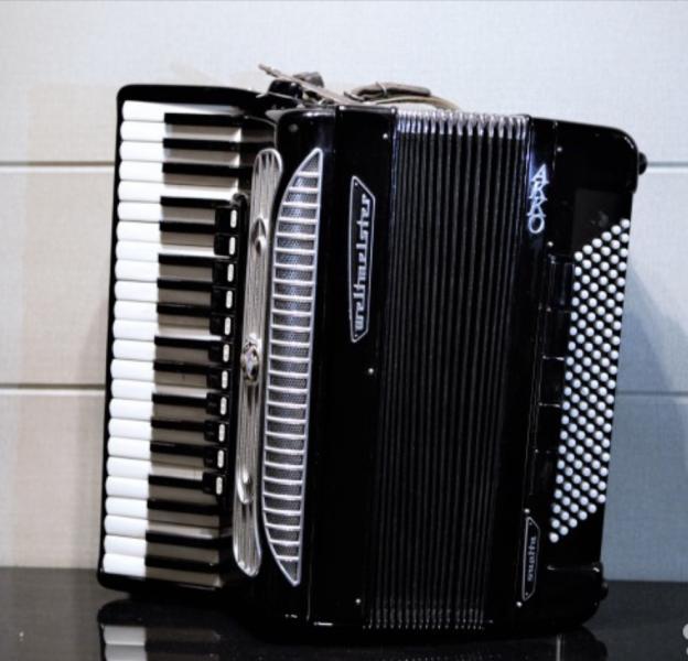 Продам аккордеон Вельтмейстер-Супита, Готововыборный,1500 тысячи евро.