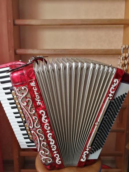 Продам немецкий аккордеон Horch
