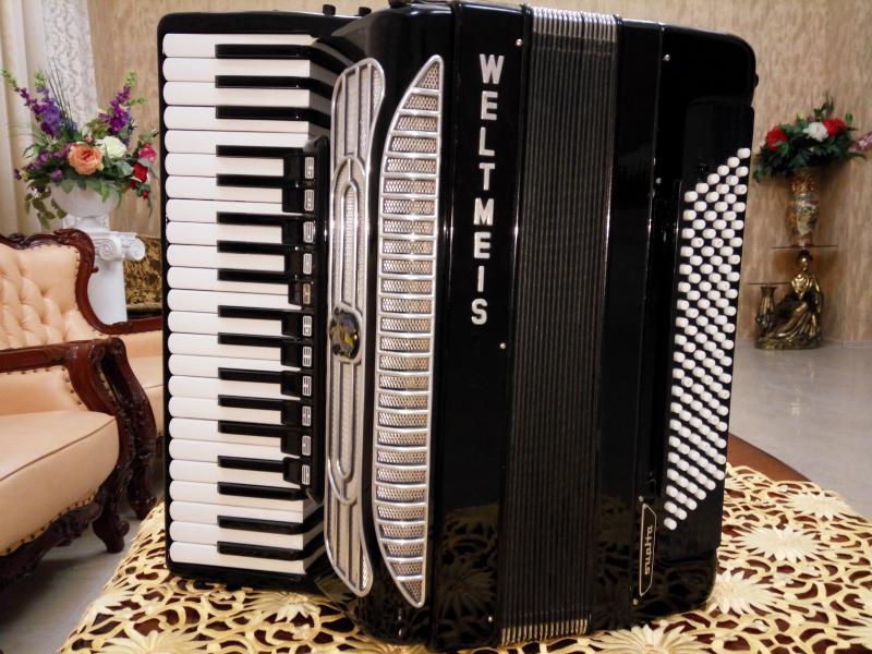 Продаётся аккордеон Weltmeister Supita