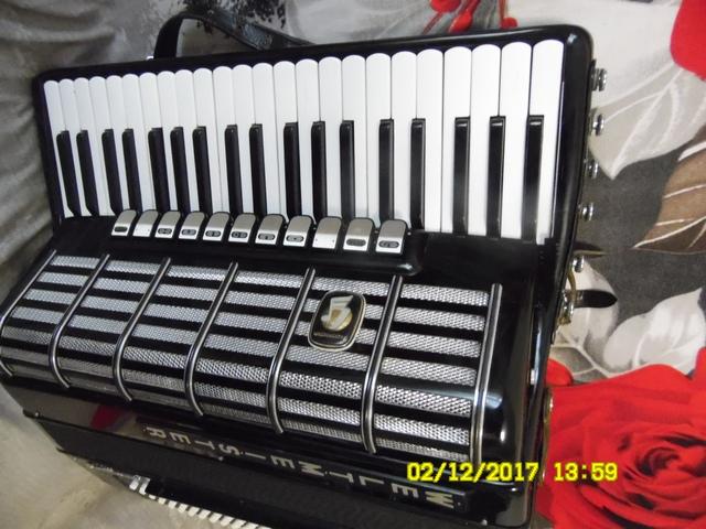 Продаю готово-выборный аккордеон Сantus 4.