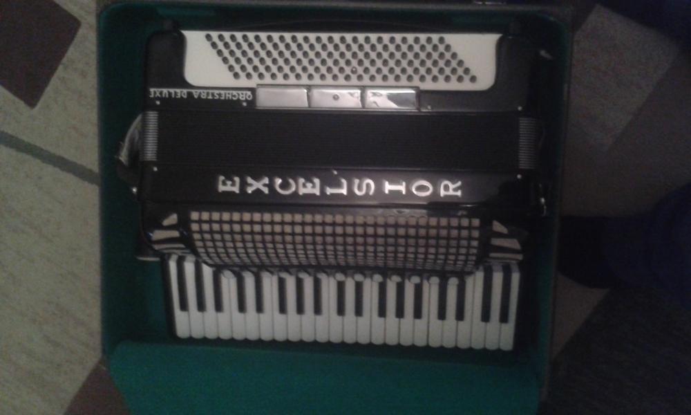 продам аккордеон excelsior 320m