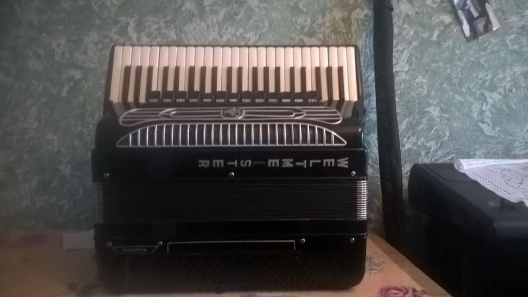 Готово-выборный аккордеон Weltmeister Supita