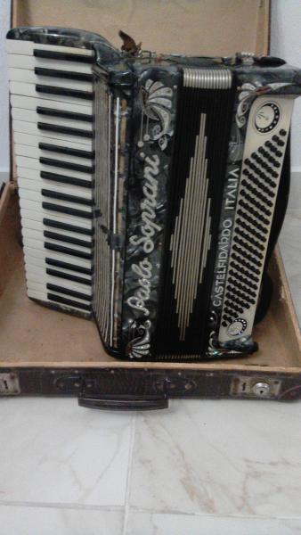 Винтажный аккордеон