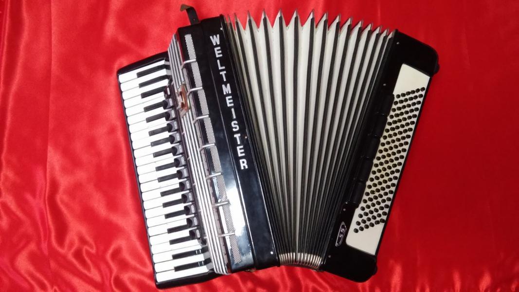 Продам аккордеон WELTMEISTER S5