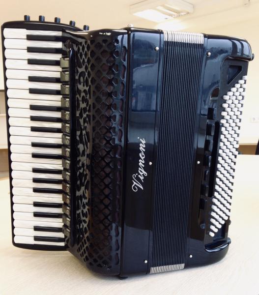 Продается аккордеон Vignoni