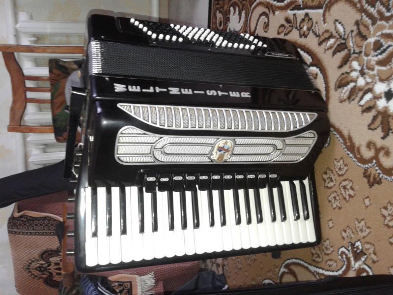 продам аккордеон Вельтмейстер готово-выборный Супита 2000 у.е.