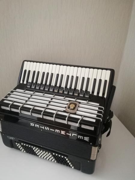 продам аккордеон Weltmeister S5 (готово-выборный)