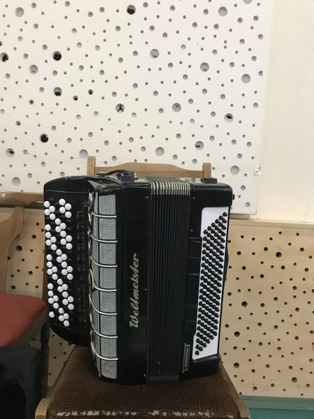 Продам кнопочный аккордеон Weltmeister grandina
