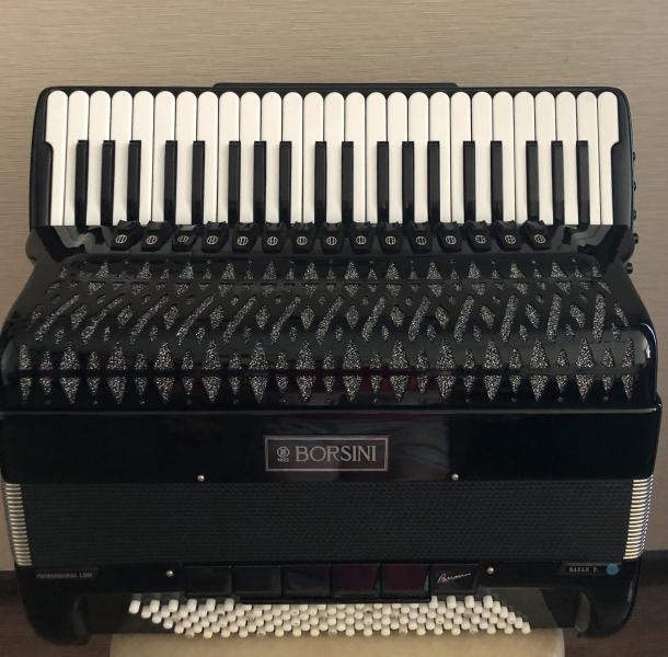 Продаю концертный итальянский аккордеон BORSINI